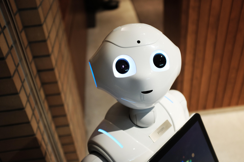 人工智能产业赋能百业,近10年融资额达3万亿
